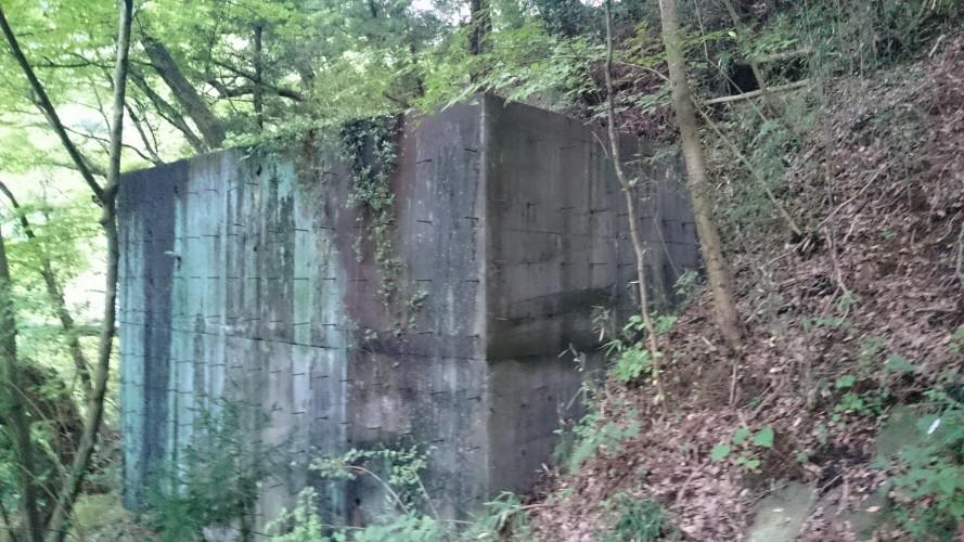 ヘルレイザーのピンヘッドのようなコンクリート