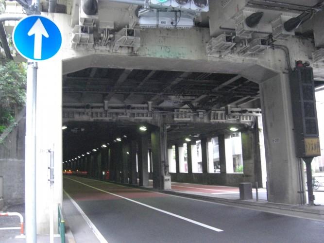 白金トンネル 入口